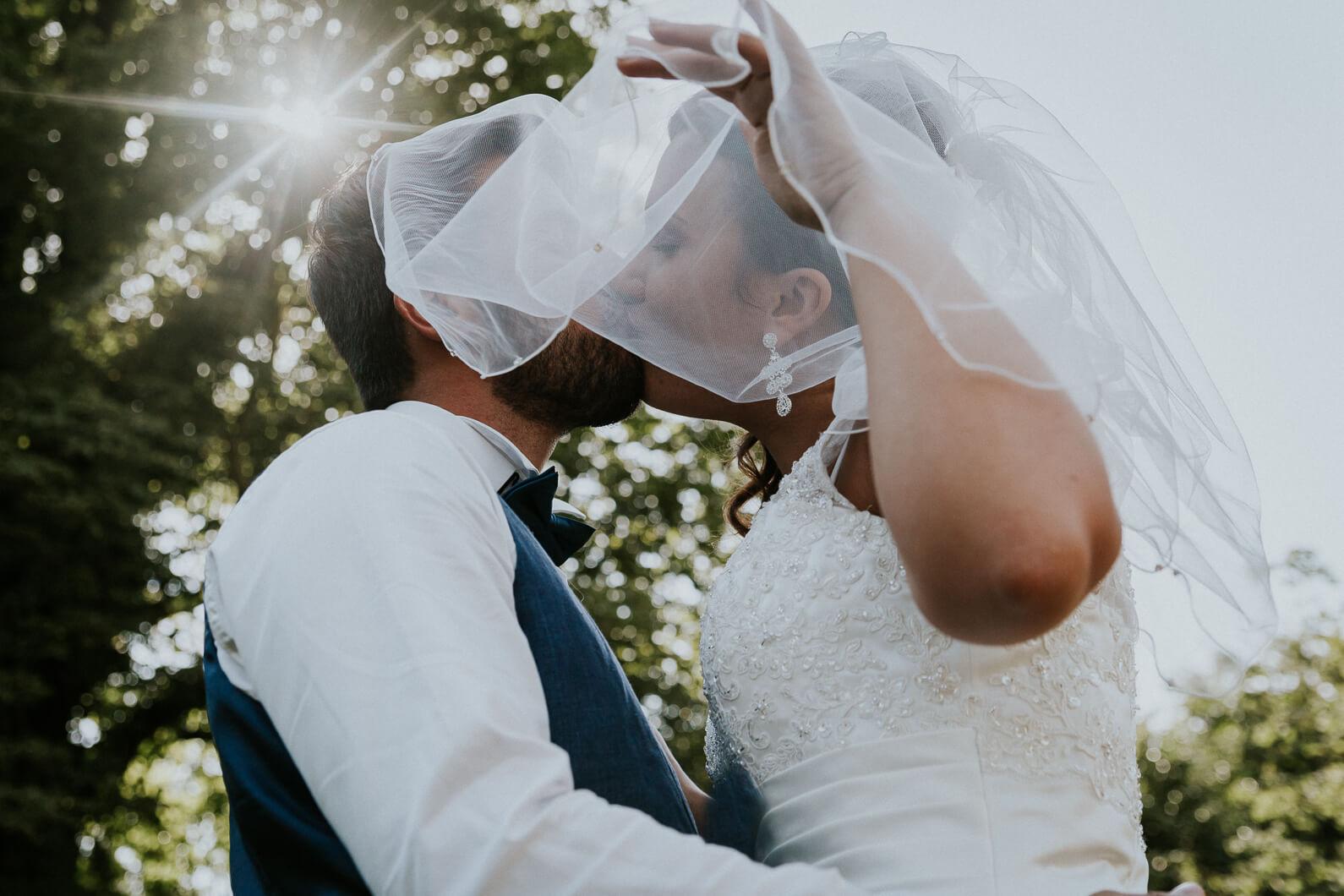 reportage mariage séance photo couple baiser bisou amour tendresse chateau nogent le roi
