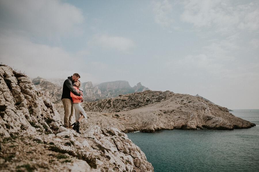 seance photo en amoureux au bord de la mer